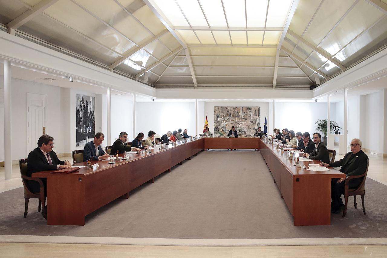 Spanish cabinet meeting